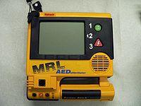 200px-Defibrillateur_1